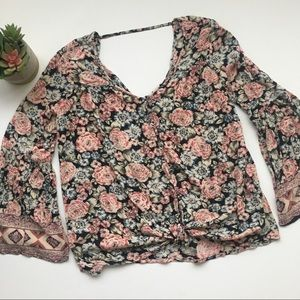 Billabong floral crop top with v-neck size small
